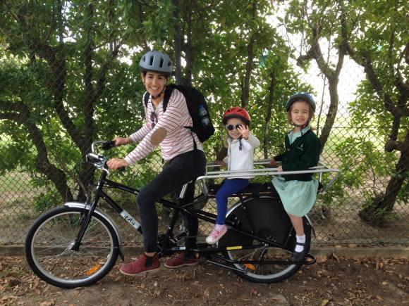 Mãe com uma Yuba Munda e as suas 2 filhas